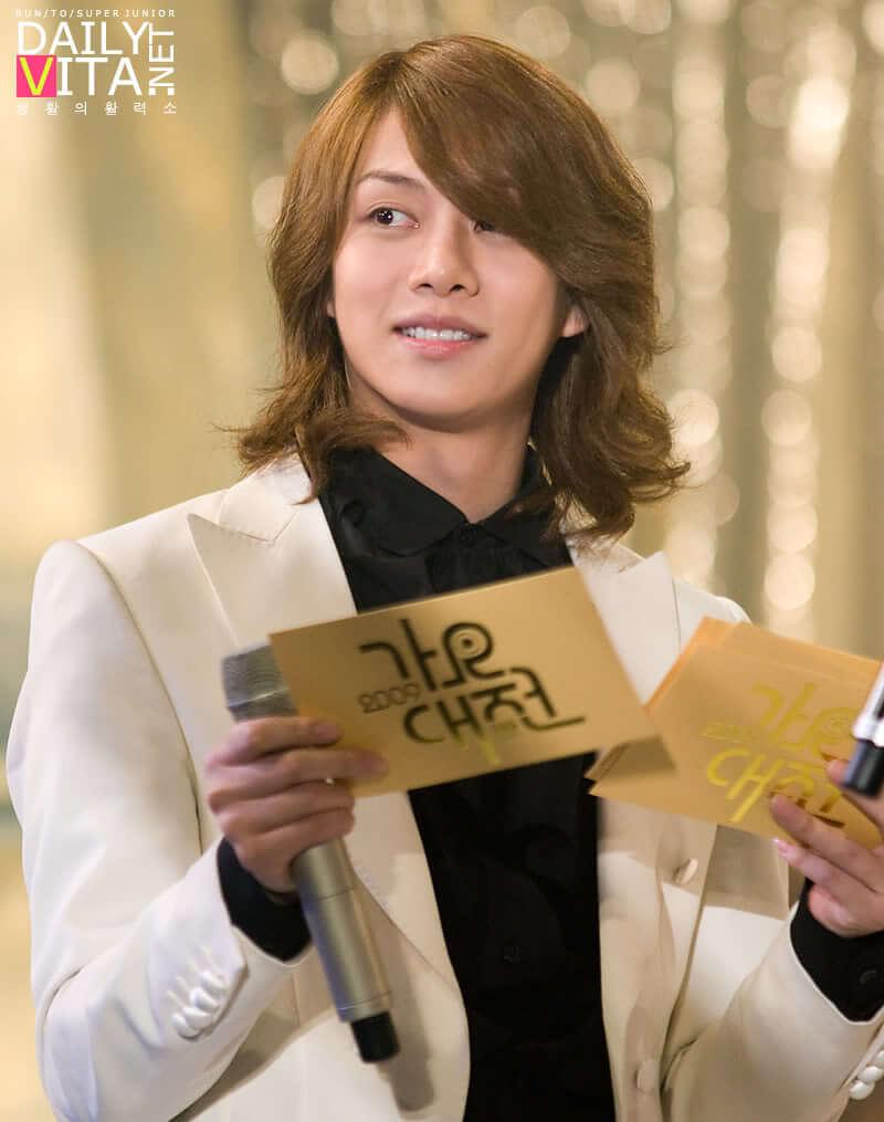 13 idol kpop cowok yang pernah berambut panjang   inikpop