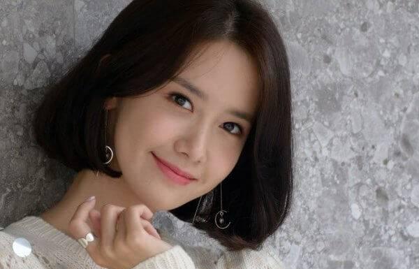 Yoona rambut pendek
