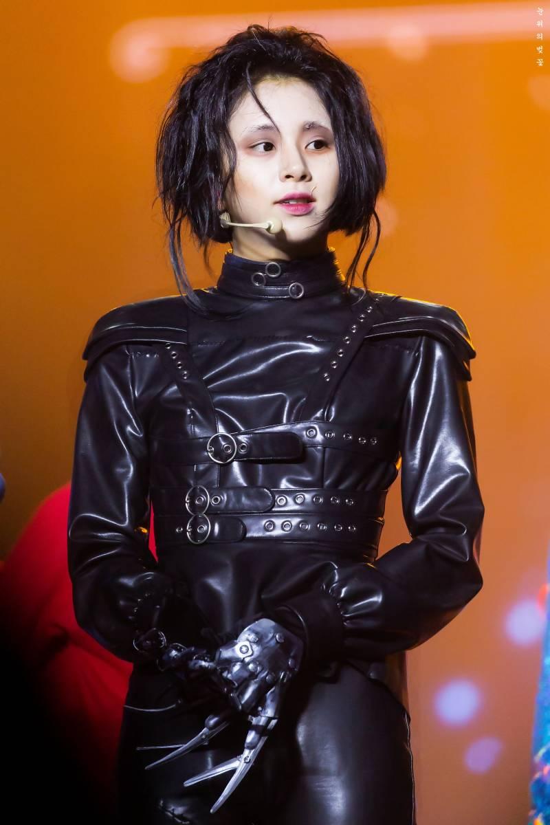 Kostum ITZY Saat Menghadiri  M! Countdown  Menjadi